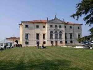 Vinnatur Villa Favorita 2015 - Cortile interno