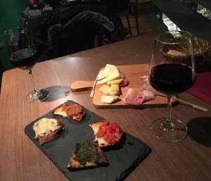 Enoteca Le Zitelle - Calici di Vino e Taglieri misti