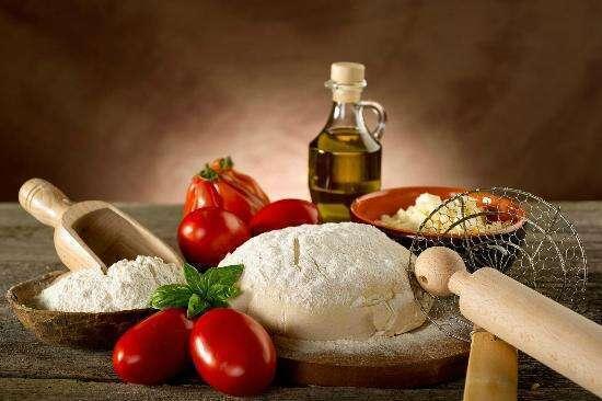 Pomodori, Mozzarella, Olio e Pasta per la Pizza