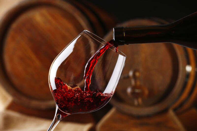 A cosa servono i Solfiti nel Vino. Un calice di vino rosso