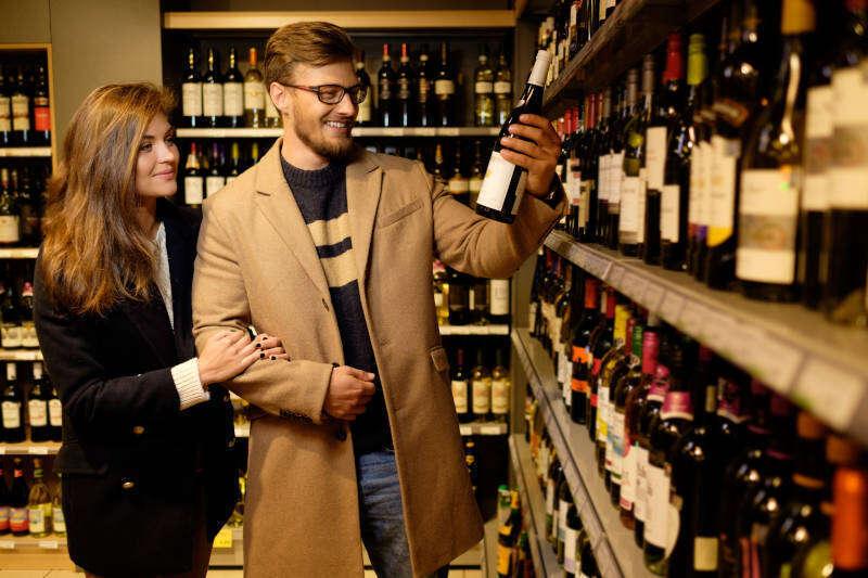 Consumatori in Enoteca. Mercato del Vino in crescita