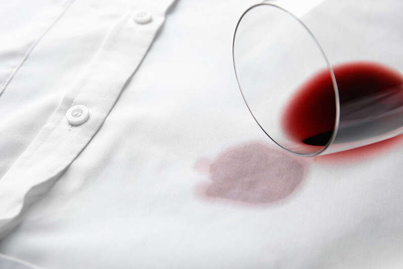 Macchia di Vino Rosso su Camicia
