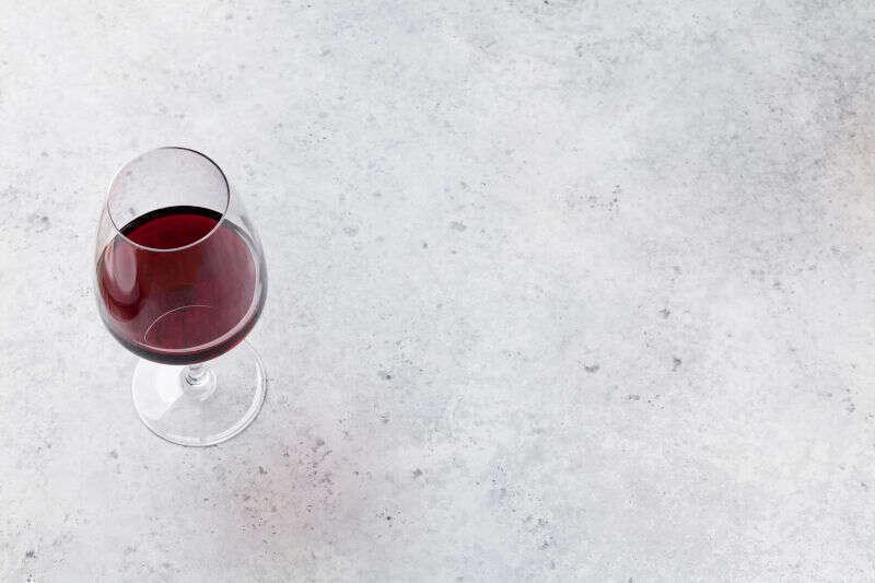 Vino rosso a tavola - attenzione alle macchie