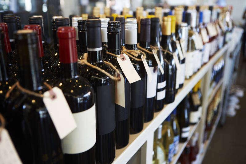 Scaffale di Vini al Supermercato