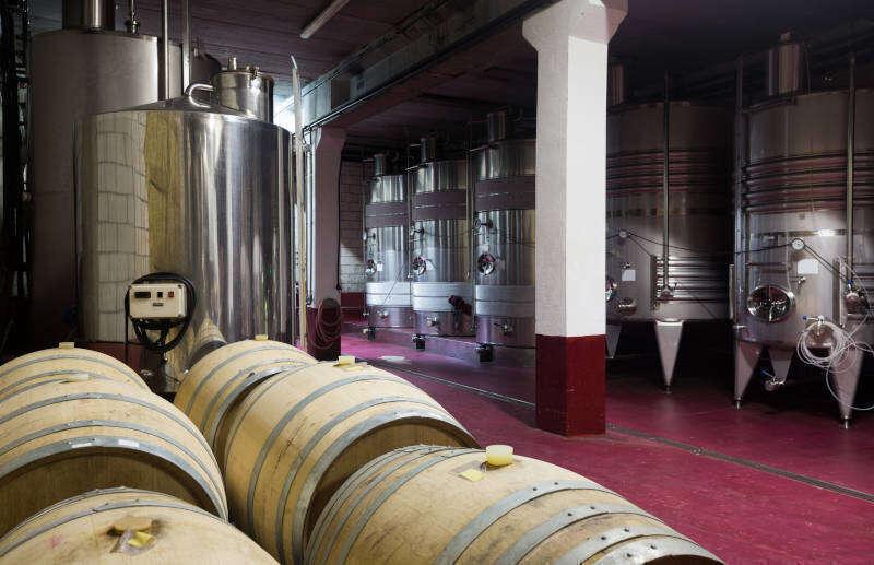 Botti di legno e serbatoi per il vino di trasformazione