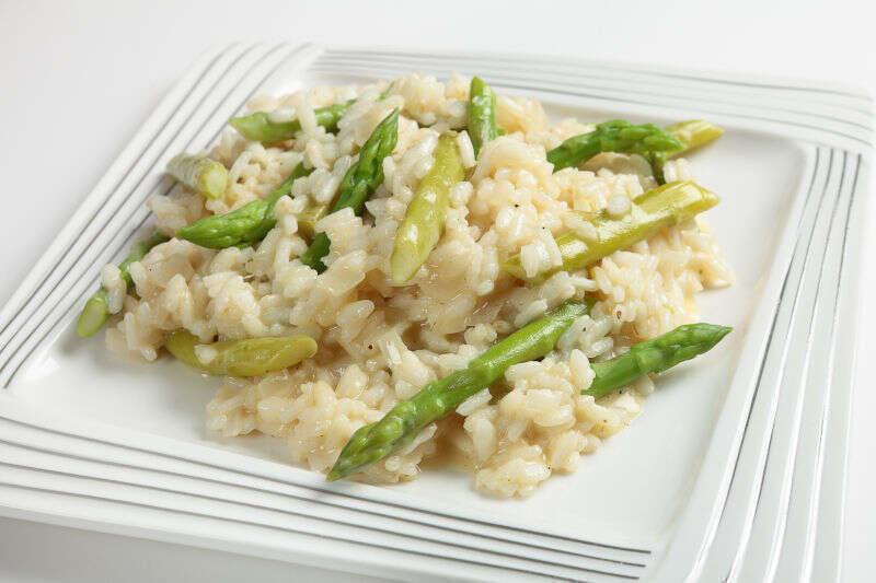 Un piatto di risotto agli asparagi