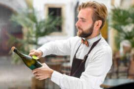 Come aprire una Bottiglia di Vino senza Cavatappi